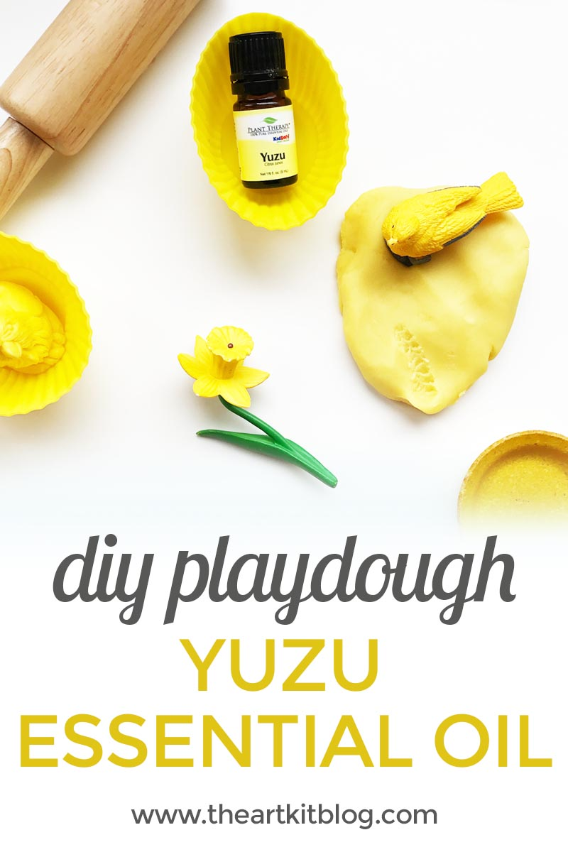 How to make playdough with essential oils - yuzu essential oil from plant therapy - playdough recipe from the art kit via @theartkit