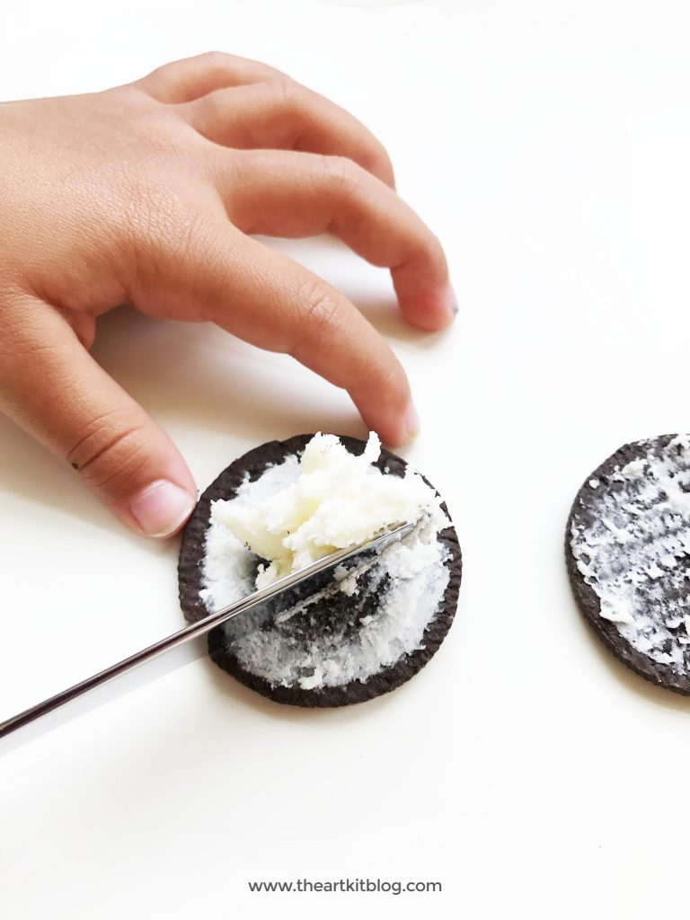 How to make ice cream sandwiches from oreo cookies - a yummy dessert recipe for kids and adults