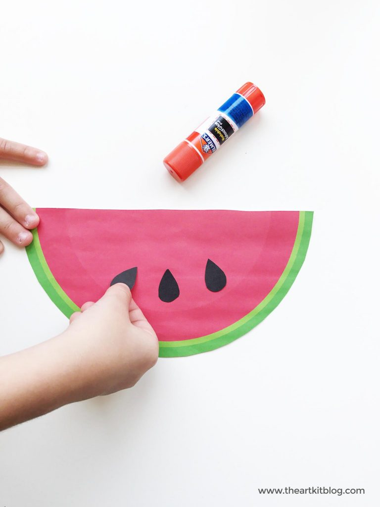 Watermelon cutting and pasting craft for kids with FREE printables from @theartkit