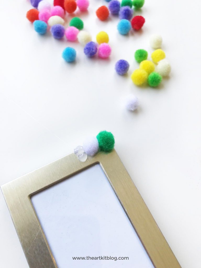 pom pom diy picture frame from the art kit blog
