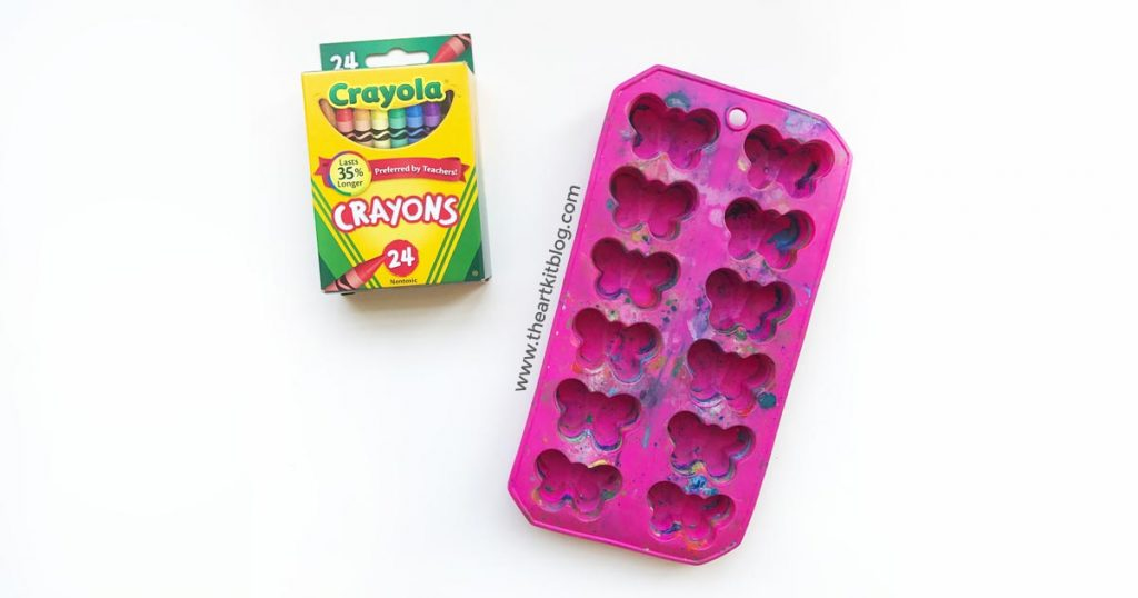 How to make easy homemade crayons from @theartkit www.theartkitblog.com